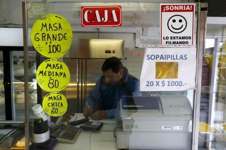 Chilenos se ajustan a nueva realidad a medida que se afianza la desaceleraci�n
