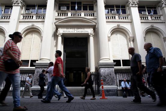 El peso argentino sufre por reducci�n de la reservas internacionales