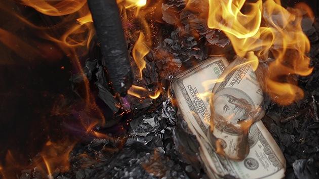 Aconsejan deshacerse de los d�lares ante el colapso del sistema monetario de EE.UU.