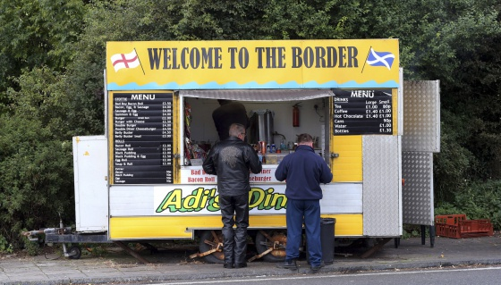 La libra esterlina acelera su ca�da por la incertidumbre en Escocia