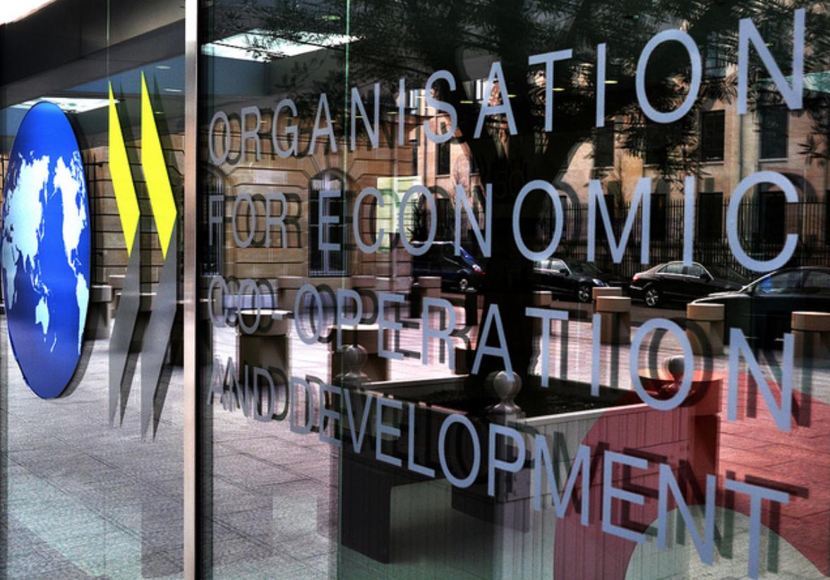OECD Slashes Growth Forecasts, Urges Aggressive ECB Action