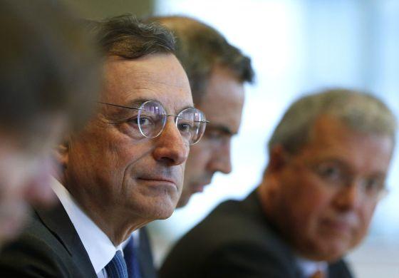 Draghi dice que la eurozona est� �en punto muerto� y prepara m�s medidas
