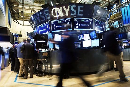 La turbulencia hunde las bolsas y los capitales buscan refugio en los bonos