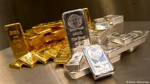 Gold Trades Near 3-Week High Before U.S. GDP While Silver Gains