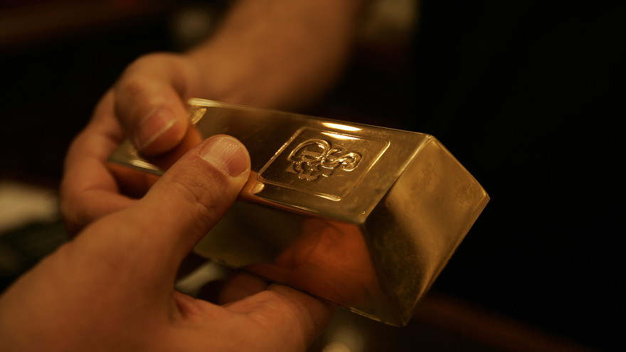 Gold erases loss after GDP data