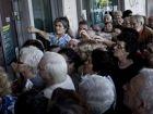 Greek banks prepare plan to raid deposits to avert collapse