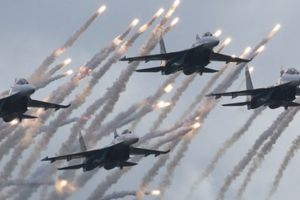russia holds massive military drill - 155,000 troops, 4,000 tanks, 632 aircraft, 84 ships