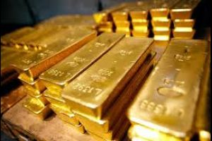 gold holds near 3-week high as rates view weighed with stimulus