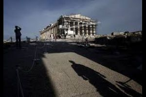 greek mayors to protest government decision to seize their cash